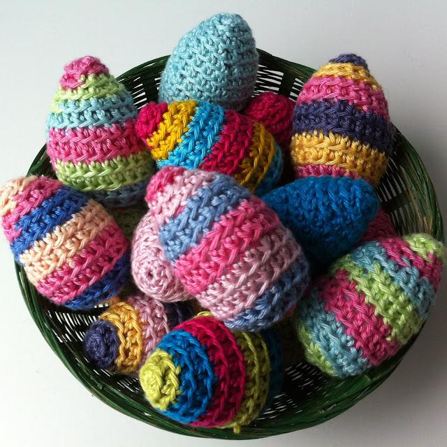 Crochet Egg Apron : Mrs Thomasina Tittlemouse: Crochet Easter Eggs