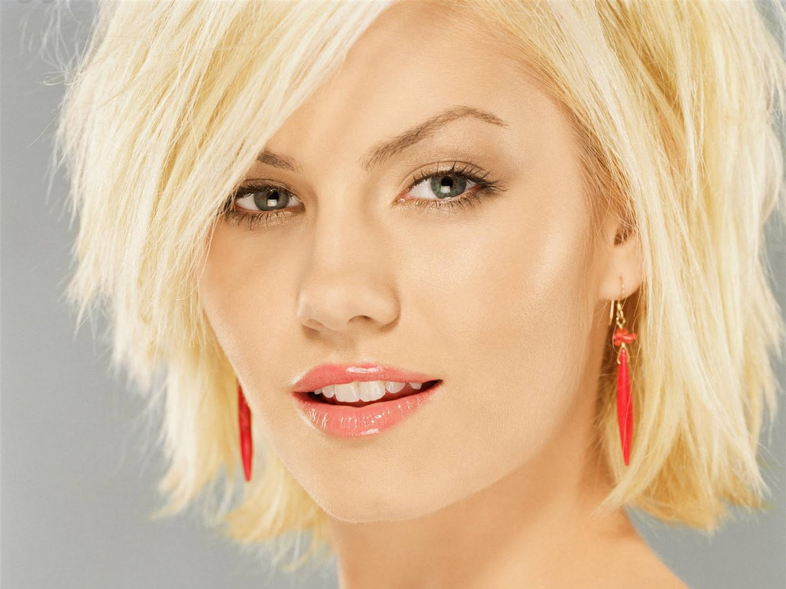 http://2.bp.blogspot.com/-jza6cO3yQV8/TYN_fBpsv0I/AAAAAAAABbY/xDjHqxbe88s/s1600/actress_elisha_cuthbert_hot_wallpaper_30.jpg
