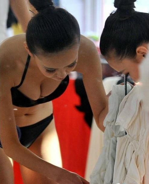 Foto Hot Ngintip Cewek Ganti Baju | Mbek Blog