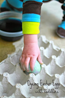 Practical tips and tricks for dyeing Easter eggs with toddlers and enjoying the process!