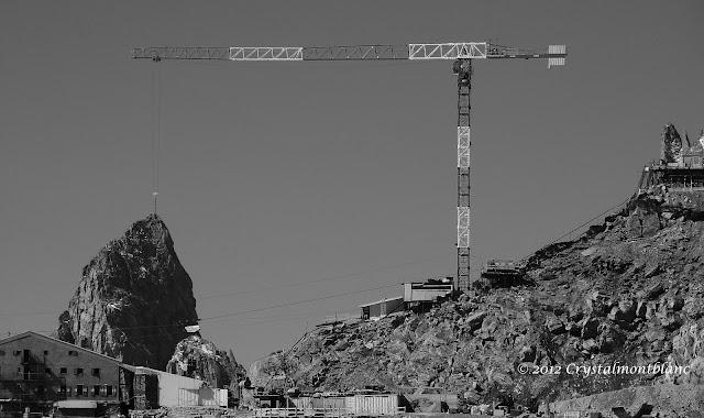 le chantier du téléphérique de la Pointe Helbronner et le refuge Torino dans le Mont-Blanc