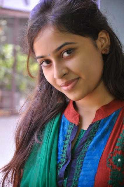 Sri Divya Spicy Indian Film and Television Actress very Cute and beautiful Foto Wallpapers Free Download