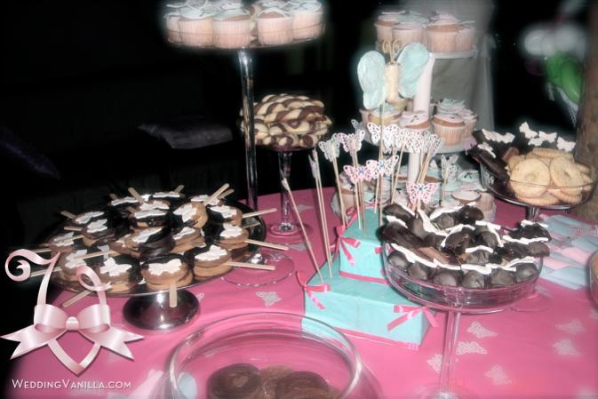 utto il buffet dei dolci richiama il tema delle farfalle ... e come ...
