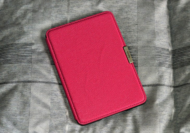 Kindle Amazon Custodia Rosa Rigida Kindle Differenze meglio Kobo recensione review opinioni Kindle hard cover TheSparklingCinnamon
