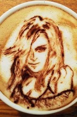 Kahve Falında Kadın