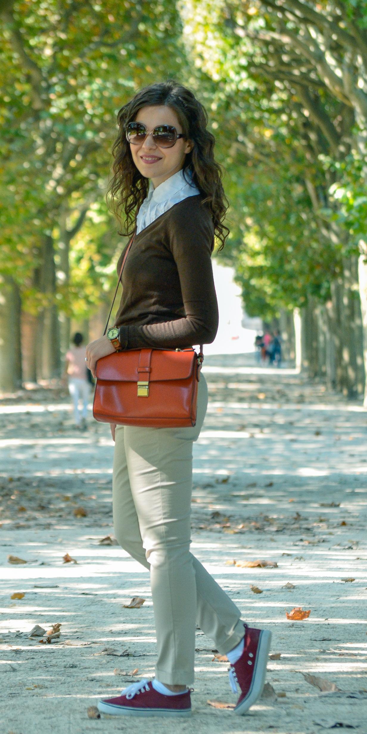 paris nude pants blue jacket koton burgundy sneakers h&m orange bag the bag shop Eiffel tower moulin rouge monmartre v neck brown sweater