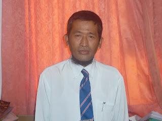 Pria kelahiran Sukabumi