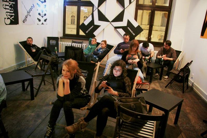 kobiety, mężczyźni na spotkaniu GGC, 6 Dzielnica, spotkanie kobiet, branża IT, fotografia Ewelina Choroba