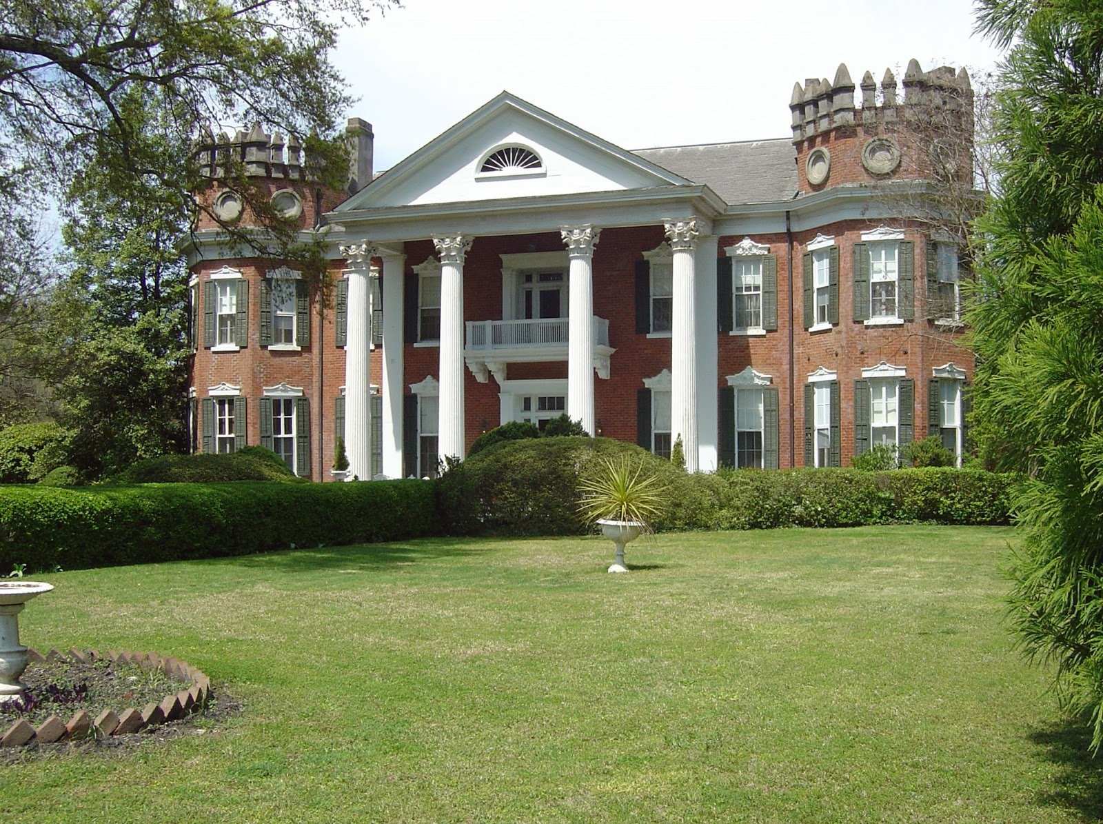 The devoted classicist pilgrimage to holly springs for Home builders in south ms