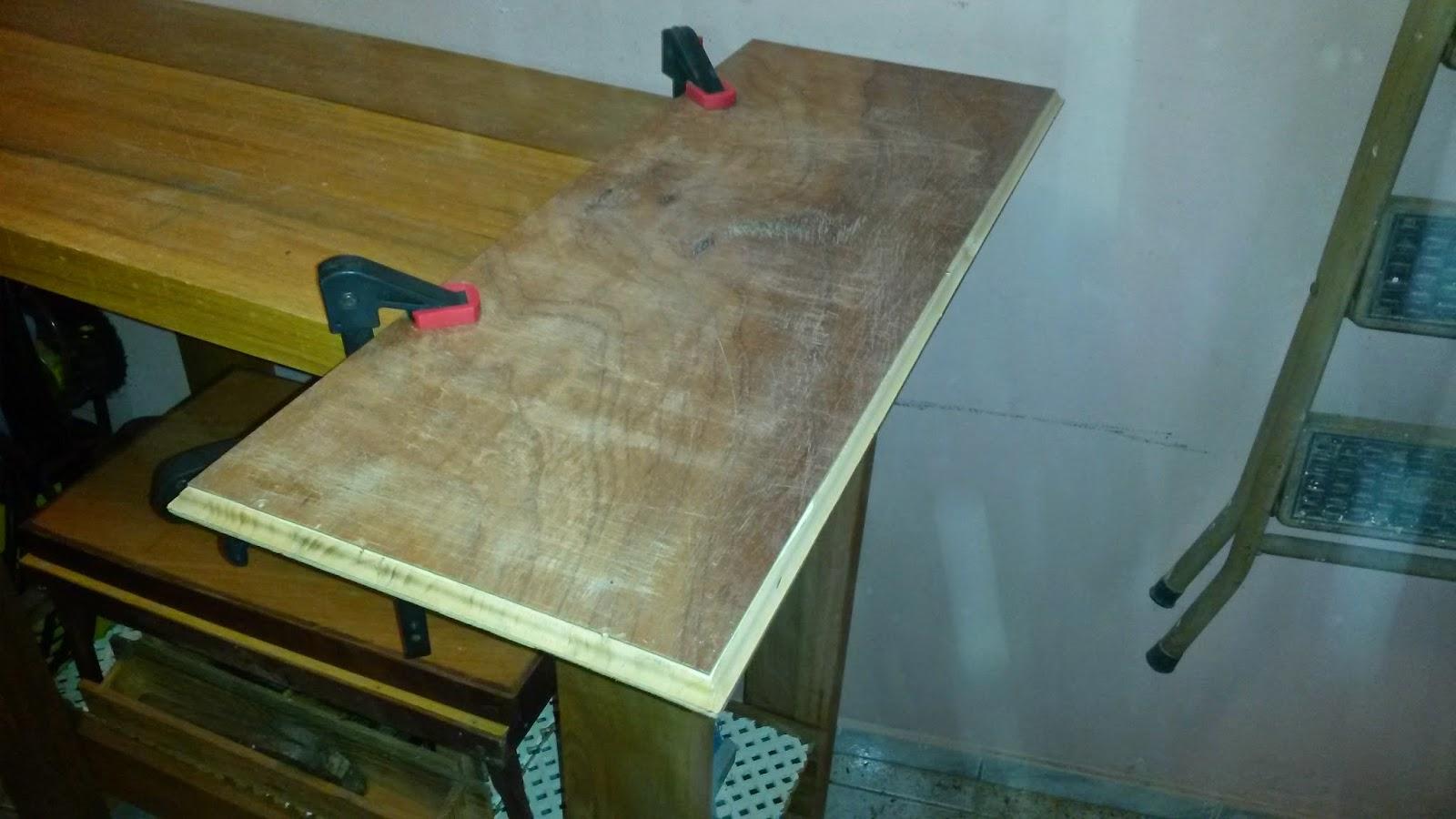 tampo e para isso utilizei ripas de madeira que cortei e lixei #604A1B 1600x900