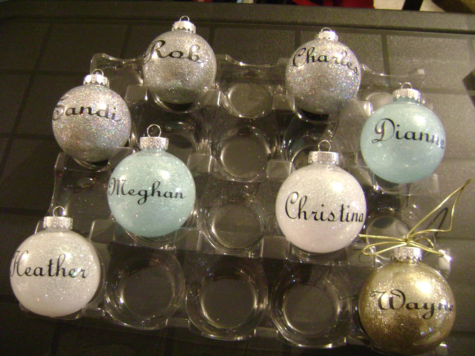 vinyl expression on glitter Christmas ornaments
