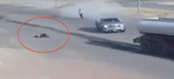 مقطع مثير لحادثه دهس متعمد في السعودية