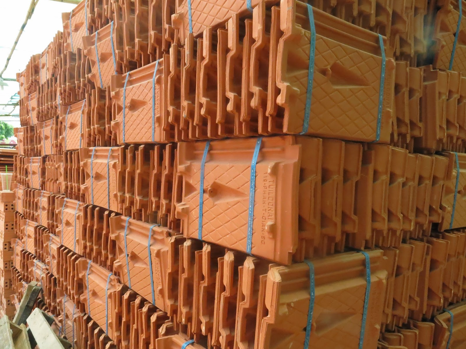 Ngói 22 Đồng Nai Phan Thanh Giản được eNoiThat.vn vận chuyển từ kho công ty tới thẳng khách hàng