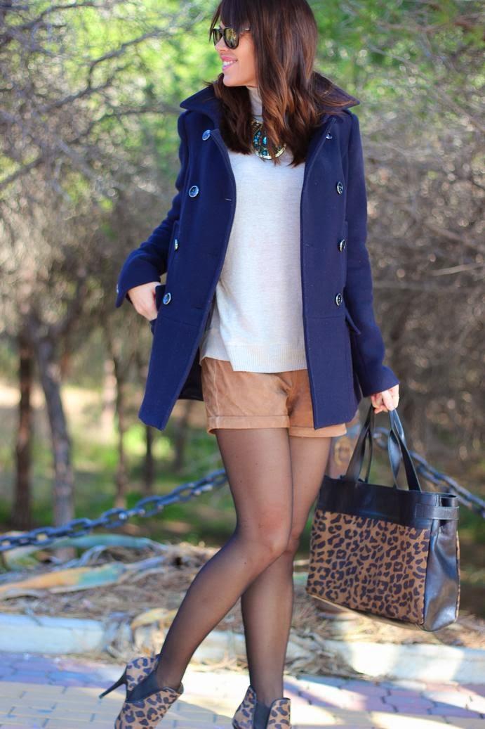 Outfit Abrigo de paño + shorts blanco