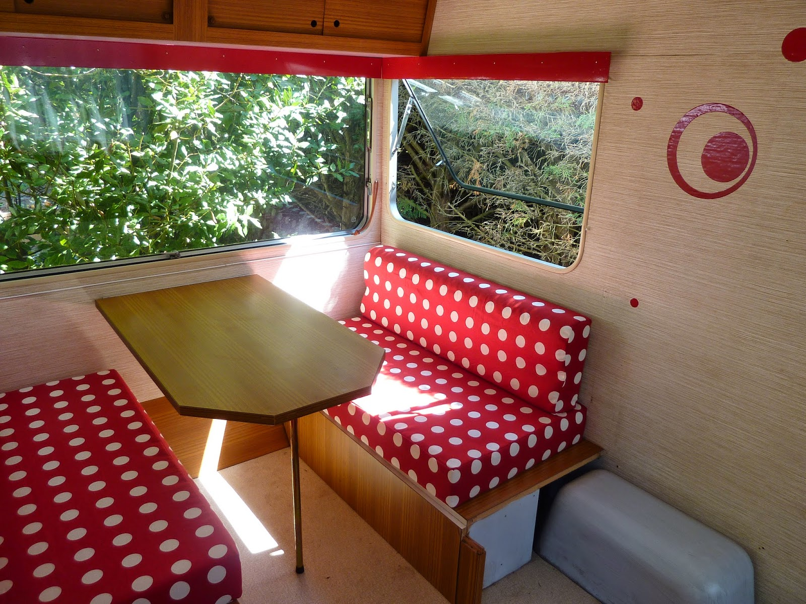 coussin banquette caravane. Black Bedroom Furniture Sets. Home Design Ideas