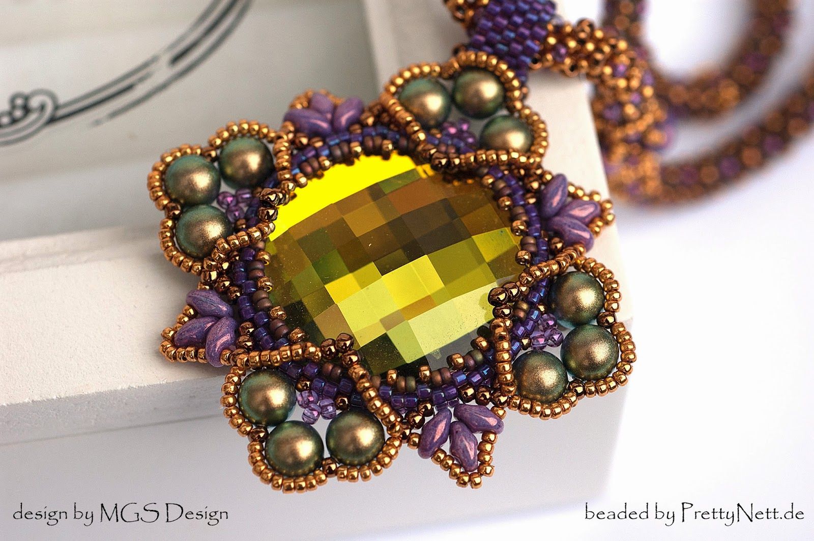 "Necklace ""Four Corner Medallion"" beaded by PrettyNett.de"