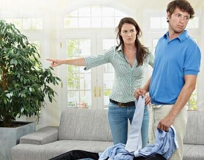 للنساء تجنبي هذه الأمور عند تعاملك مع أبراج الرجال - امرأة تسىء تعامل رجل - woman abuse man