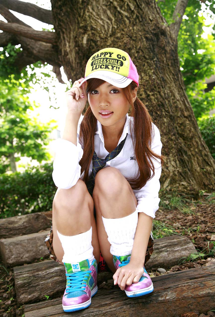 kana tsugihara sexy schoolgirl cosplay photo 02