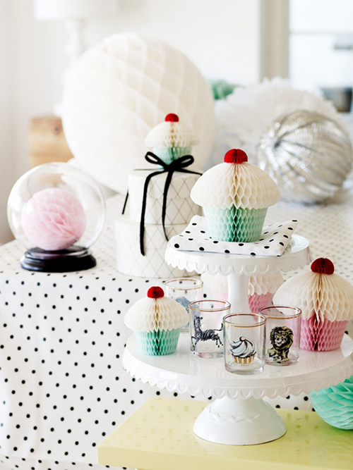 Miss+etoile+dk+spring+summer+2013+cupcake+honeycomb+decorations