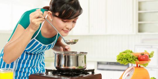 wanita pintar masak