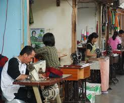 Penjahit merupakan usaha pengolahan barang setengah jadi (kain) menjadi barang jadi (pakaian), bahkan masih dapat memanfaatkan kain perca