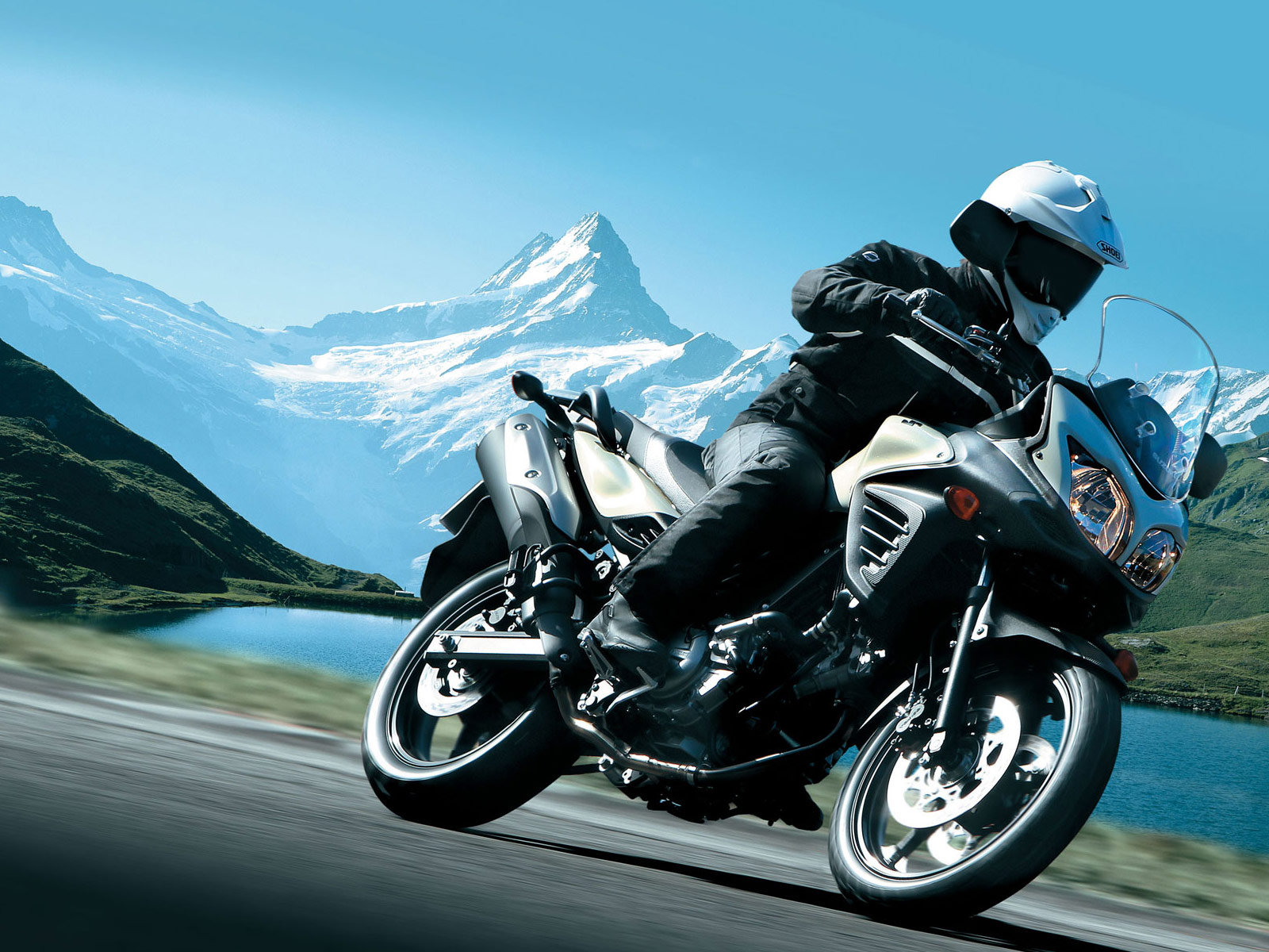 2012 SUZUKI V-Strom 650 ABS motorcycle wallpaper
