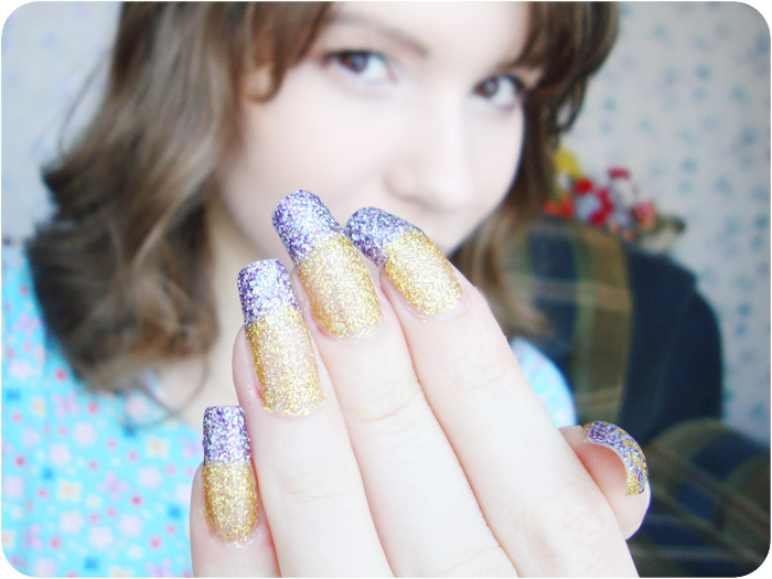 LIVE, Nails