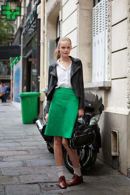 green_skirt_street_style