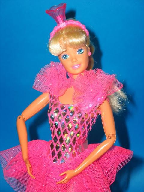 Фото Барби балерины в розовых пуантах и пачке
