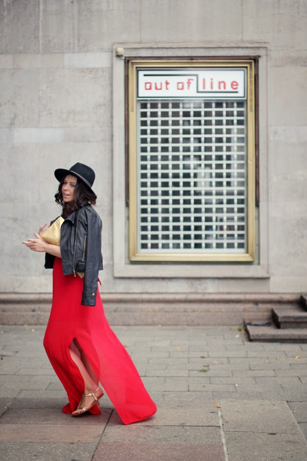 berlin, fashionblogger, ootd, germany, outfit, inspiration, red maxi v-neck dress, walG, etailpr, online shopping, transitioning, from summer to fall, sweater weather, black fedora, C&A, faux leather jacket, gold accessories