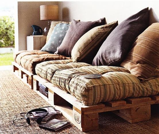 Muebles y objetos hechos con palets de madera for Sofa cama rustico