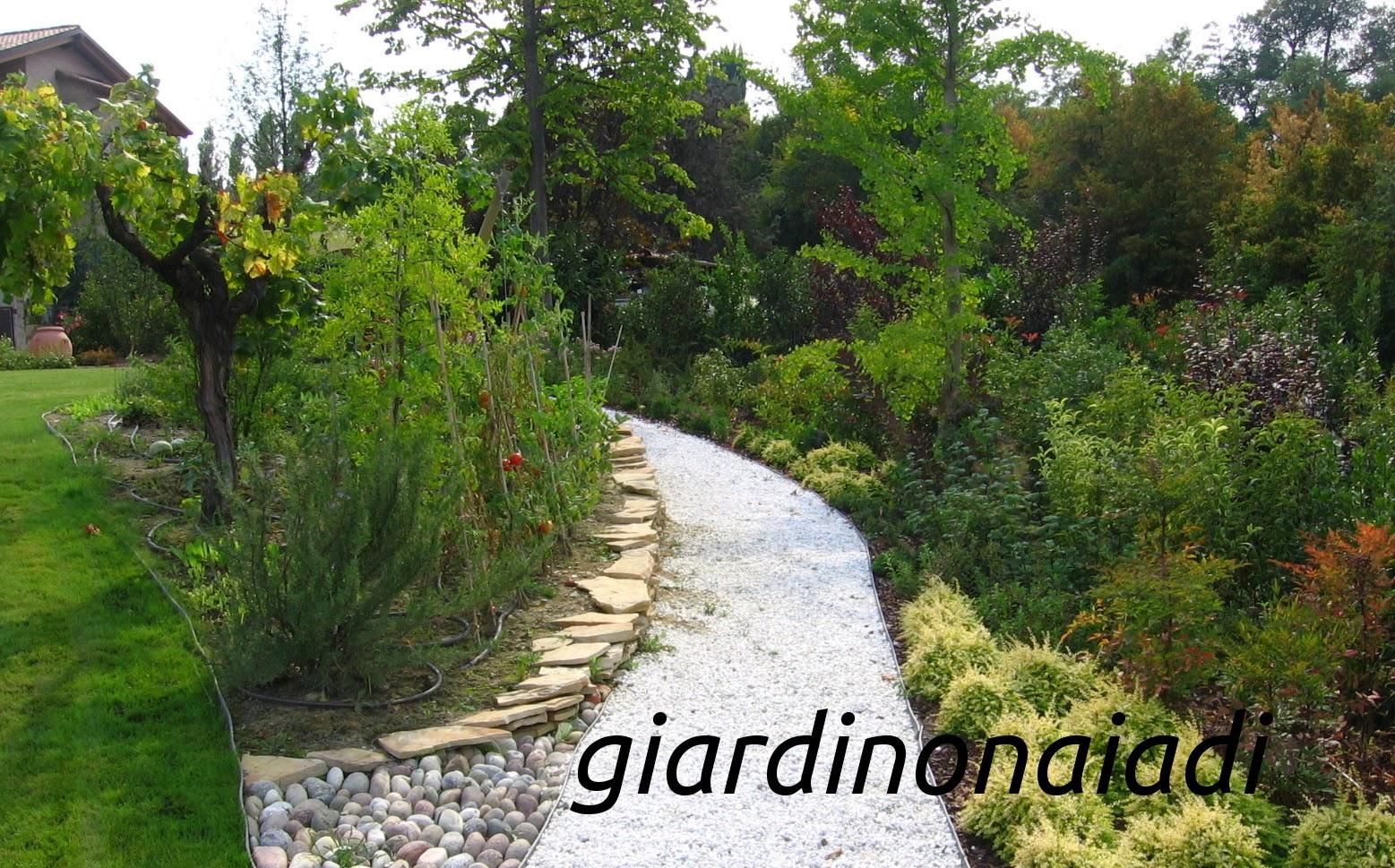Il giardino delle naiadi lo stile il giardino di campagna for Aiuole da giardino foto
