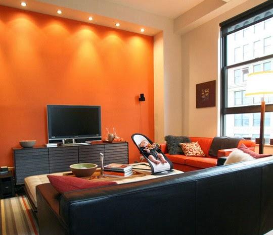 Sala moderna con paredes naranjas y accesorios decorativos en colores