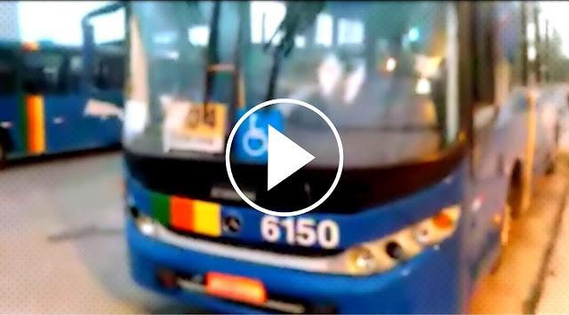 VÍDEO: Bandidos assaltam e cortam ônibus a golpes de fação no Santa Maria