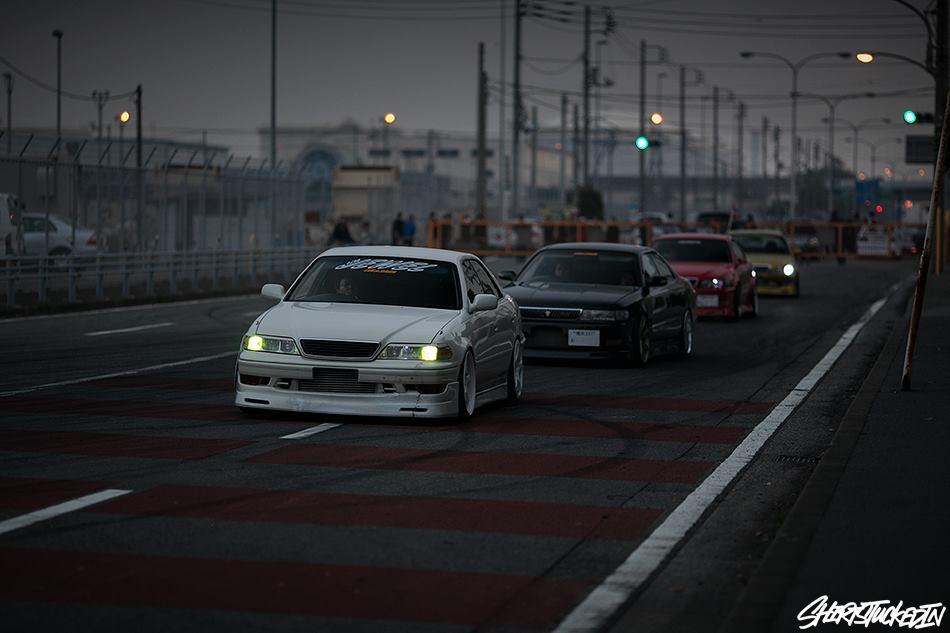 Toyota Mark II & Chaser , nocna fotografia, samochody nocą, auta po zmroku, wieczorem, mrok, japońskie, motoryzacja, JDM, tuning, zdjęcia, photos, at night, cars, photography