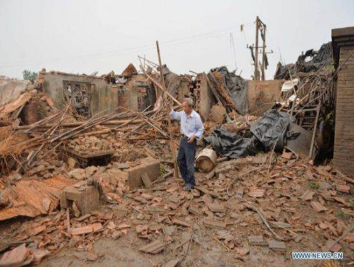 Gaoyou_China_tornado_damage_cleanup_photo