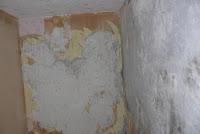 Jak usunąć stare  tapety ze ściany, sposób na usunięcie tapety