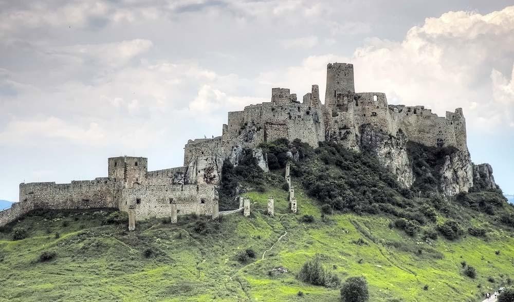 Os 10 maiores castelos do mundo | Gigantes do Mundo