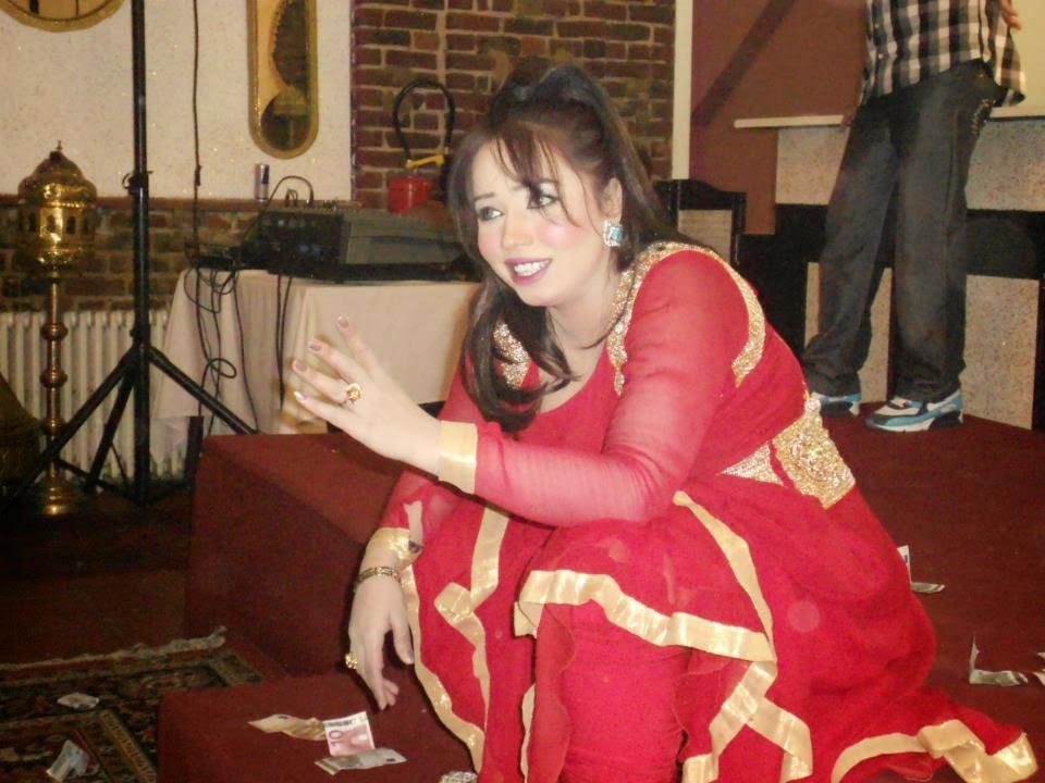Pakistan Hot Mujra: Sheeza Doll punjabi mujra
