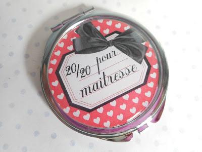http://www.alittlemarket.com/autres-accessoires/fr_miroir_de_poche_cabochon_resine_20_20_pour_maitresse_rouge_noir_blanc_coeur_ecole_-14882427.html