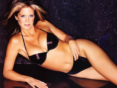 Rachel Hunter Bikini Wallpaper