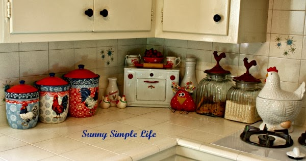 vintage kitchen, retro kitchen, chicken decor