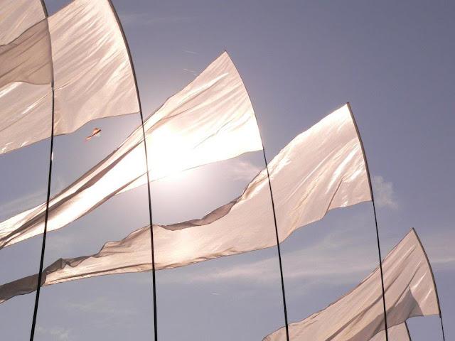 Kite Menden Drachen steigen Kitefestival Drachenfestival Flugplatz Herbst