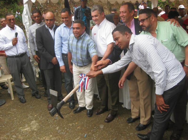Primer picazo para la construcción Puente sobre el Río Higuamo