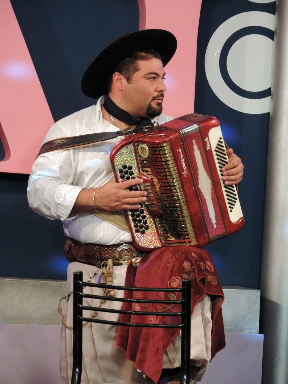 CACHITO GONZALEZ