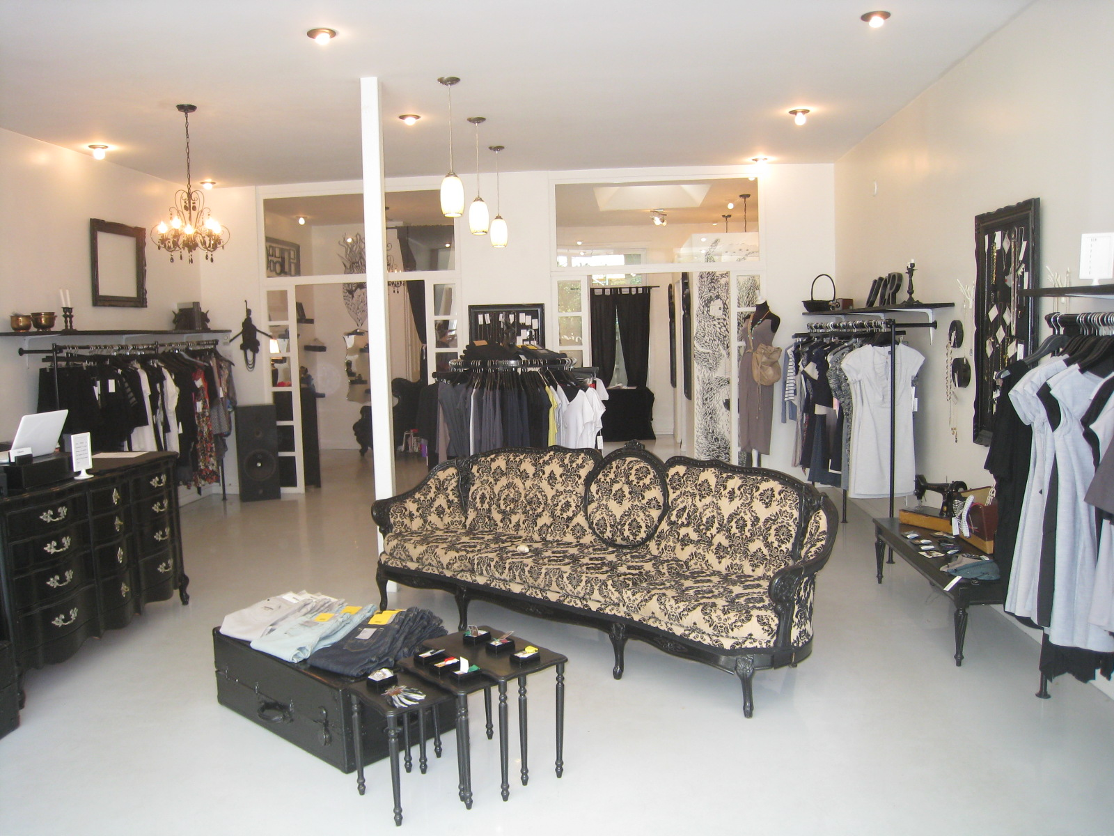 Hana boutique for Boutique room design