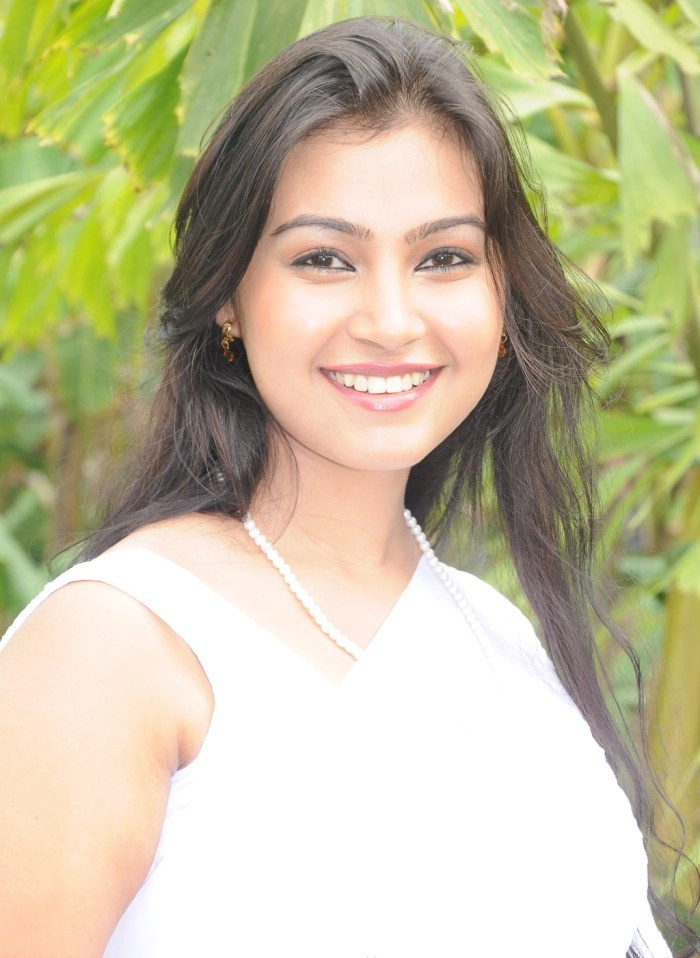 Tamil Actress Anjali Sexy Images - Actress Album