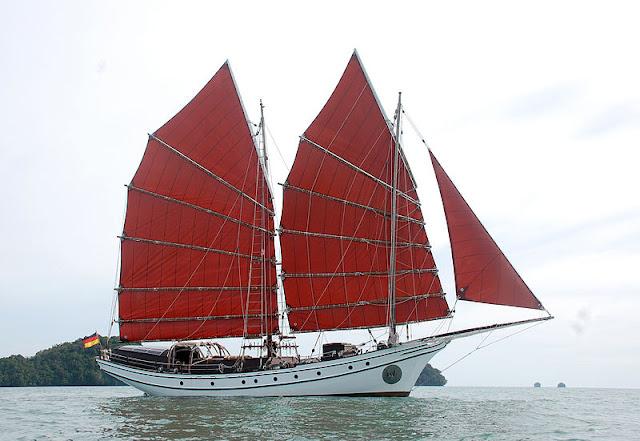 Gambar Kapal Layar Jung Bertiang Dua