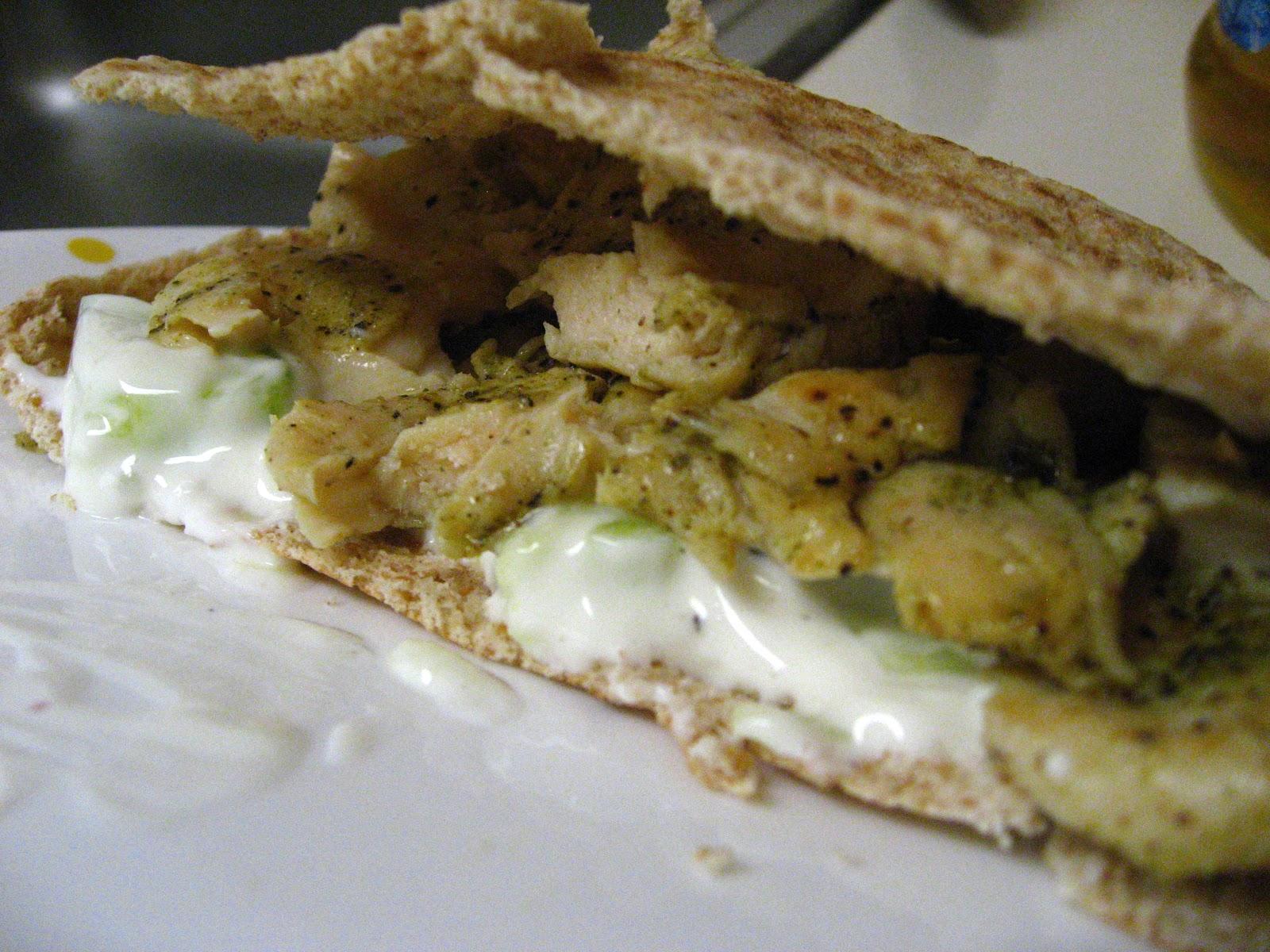 yellebellyboo: Chicken Souvlaki Pita with Skinny Tzatziki