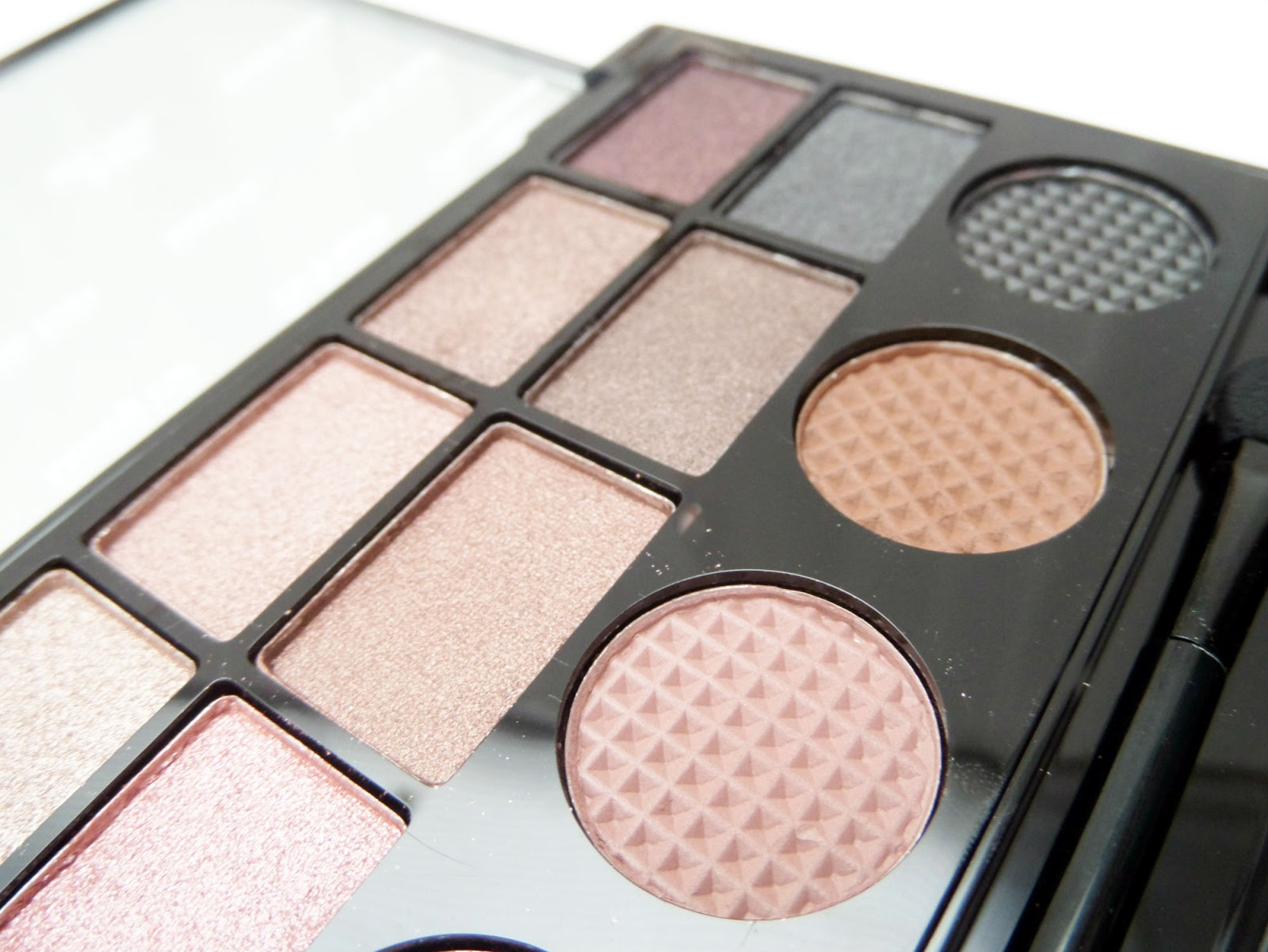 The Makeup Revolution 'What you waiting for' Eyeshadow Palette Swatches